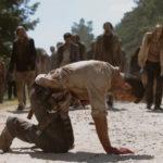 Rick está ferido e precisa fugir da horda de zumbis – The Walking Dead