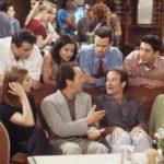 Robin Williams e Billy Crystal com personagens de Friends