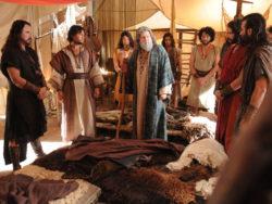 Jacó foi irmão de Esaú, filhos de Isaque, ou seja, neto de Abraão.