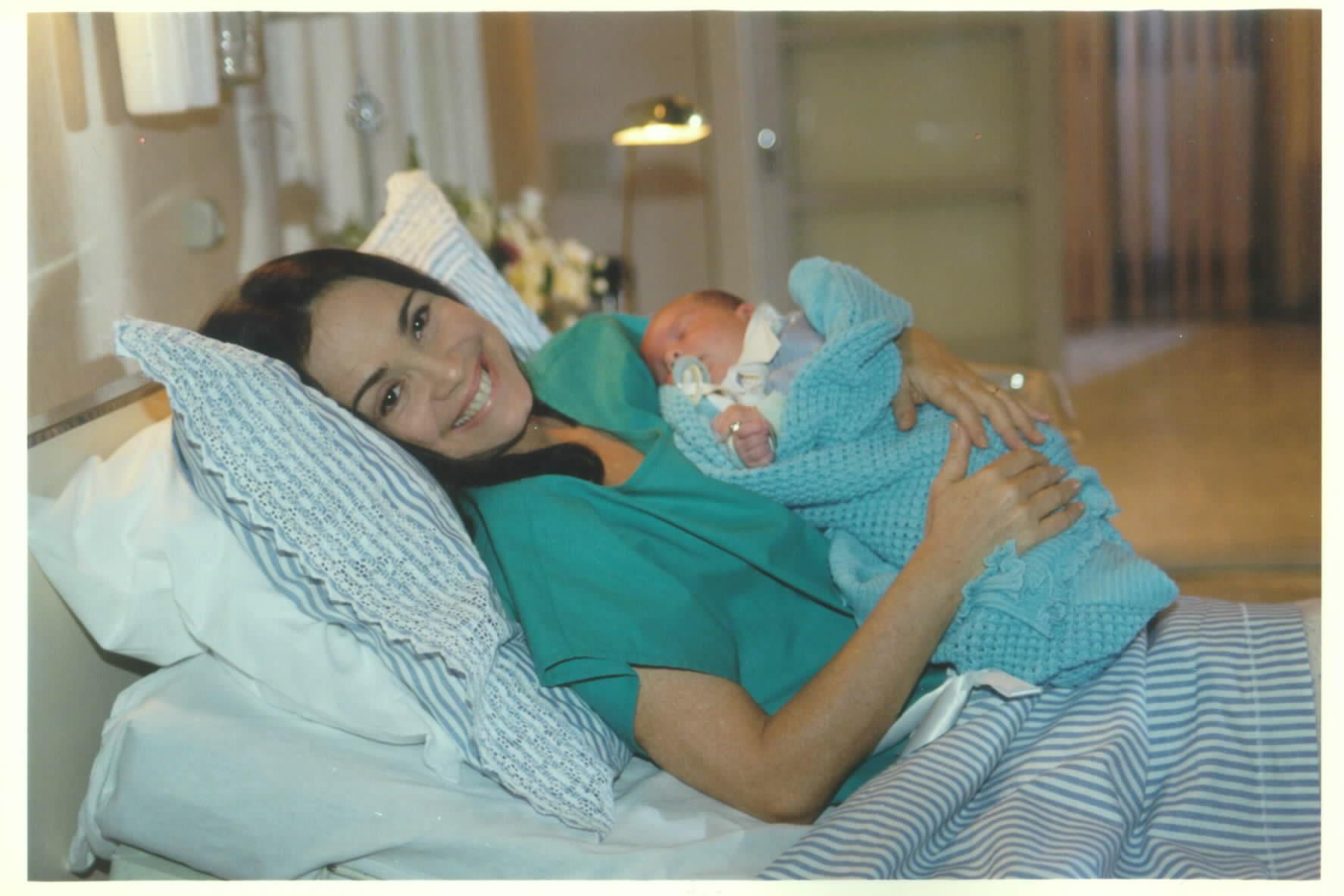 Regina Duarte com bebê