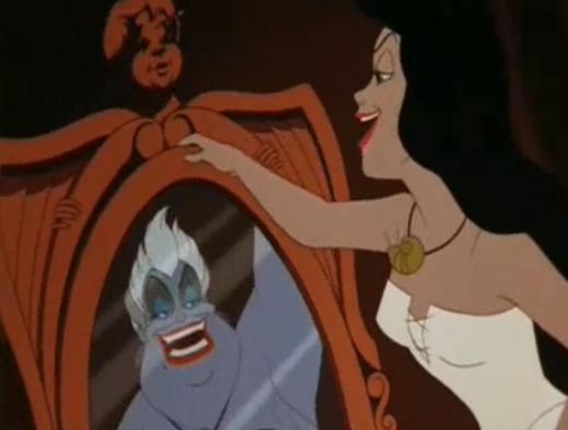 Vanessa se olhando no espelho