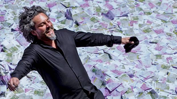 Império-José Alfredo(Alexandre Nero) caindo no dinheiro
