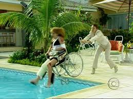 maria eduarda empurra laura na piscina por amor