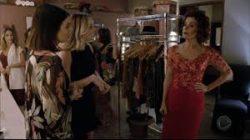 Cindy inventa que Donatella está grávida para tirá-la do Mademoiselle e não ser vista por Wesley
