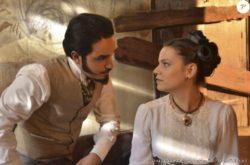 Filipa (Milena Toscano) ajuda Átila (Leo Rosa)