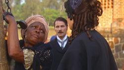 Isaura (Bianca Rinaldi) e Joaquina (Chica Lopes) em A Escrava Isaura