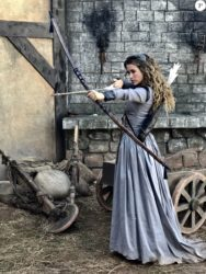 Juliana Didone aprendeu a usar arco e flecha para a novela 'Belaventura' 'Guerreira do amor