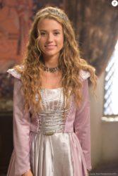 Juliana Didone é Brione, filha de Severo (Floriano Peixoto) e Marion (Helena Fernandes), na novela 'Belaventura'
