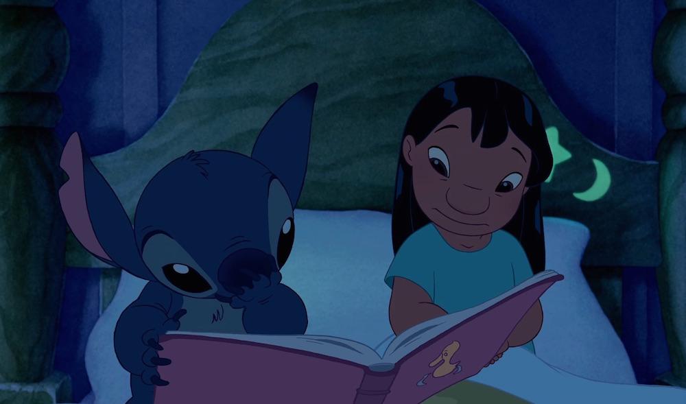 Lilo e Stitch lendo