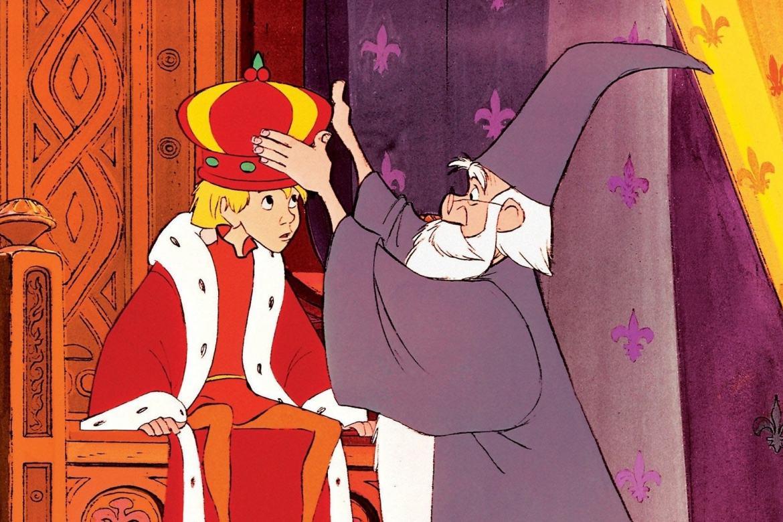 Merlin colocando a coroa em Arthur
