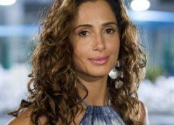 Para interpretar Regina, a atriz Camila Pitanga encurtou os fios cacheados
