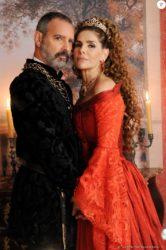 Severo (Floriano Peixoto) anuncia que Marion (Helena Fernandes) será mandada para a vila