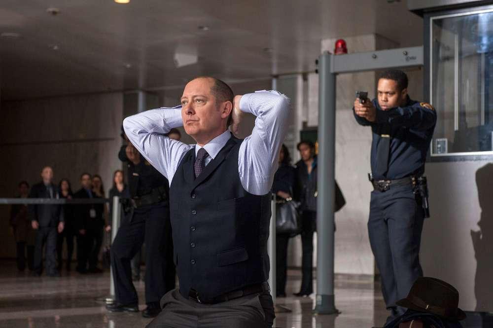 Reddington se entregando A Lista Negra