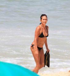 Andrea Beltrão na praia