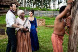 lmeida chicoteia Sapião brutalmente, e Tia Joaquina lidera revolta dos escravos