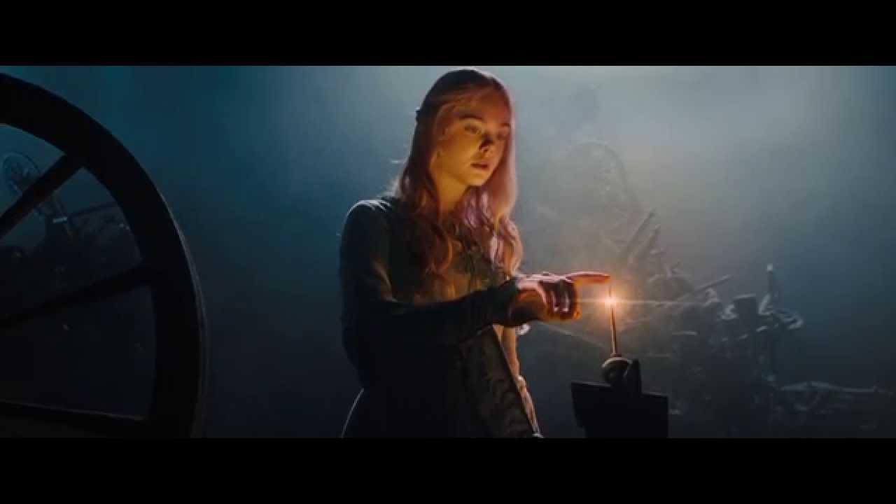 Aurora espetando o dedo