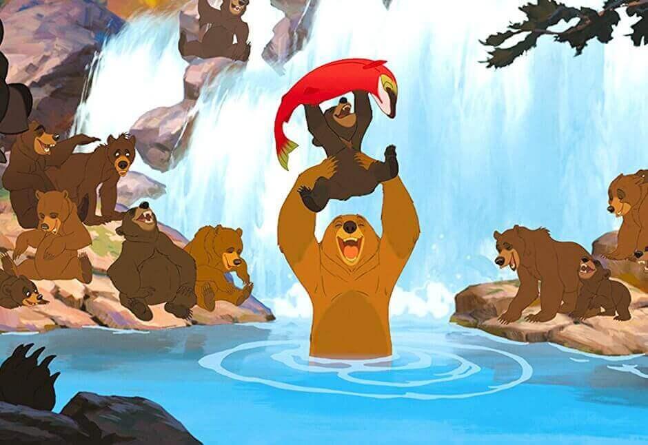 Kenai e Koda com os outros ursos