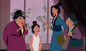 As mulheres arrumando Mulan