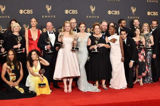 Elenco de O Conto da Aia na premiação do Emmy (Primeira Temporada)