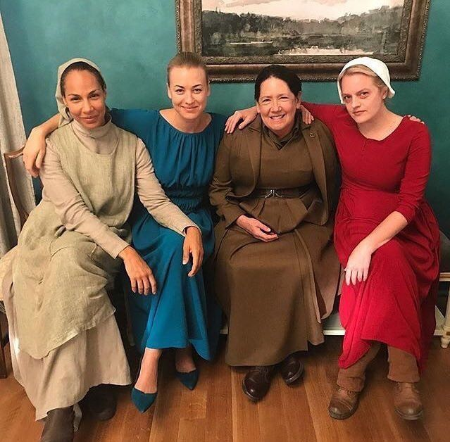 Martha, Serena, Tia Lydia e Offred