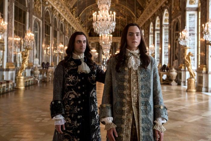 personagens palácio rico versailles