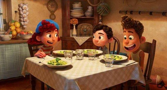 Giulia,Luca e ,Alberto jantando