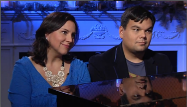 O casal de compositores, Kristen Anderson- Lopez e Robert Lopez, que escreveram as canções do filme