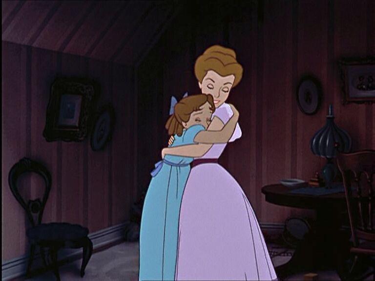 Wendy abraçando a mãe