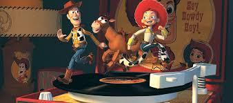 Woody,Bala no alvo e Jessie brincando